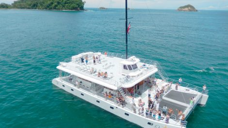 Catamaran Tour in Manuel Antonio